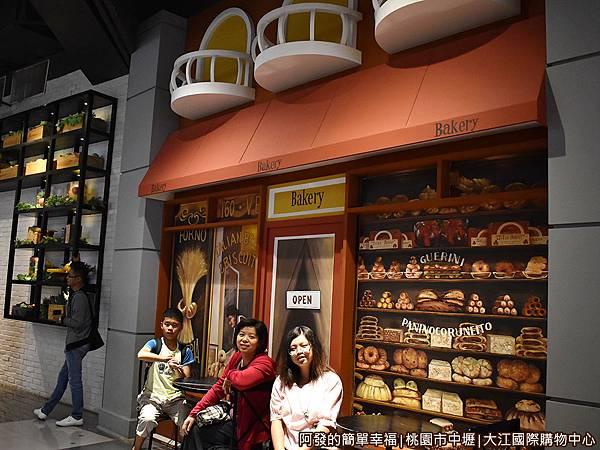 大江國際購物中心08-歐式商店街風情畫-麵包坊.jpg