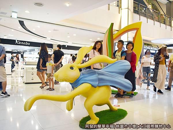 大江國際購物中心14-愛麗絲夢遊仙境-趕時間的兔子.JPG