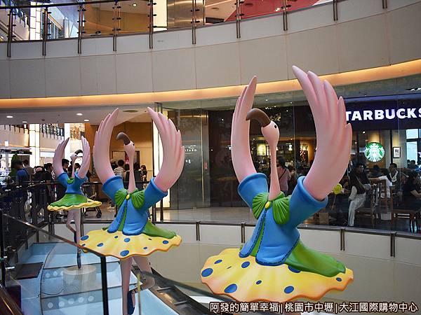 大江國際購物中心19-愛麗絲夢遊仙境-跳舞的鶴.JPG