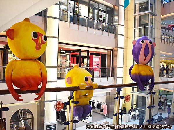 大江國際購物中心23-逗趣的猴子.JPG