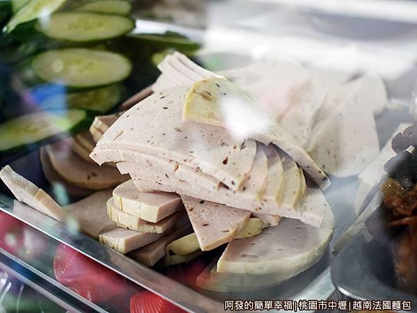 越南法國麵包07-越南火腿.JPG