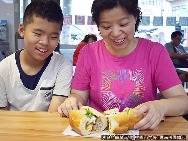 越南法國麵包15-切半.JPG
