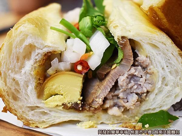 越南法國麵包19-剖面特寫.JPG