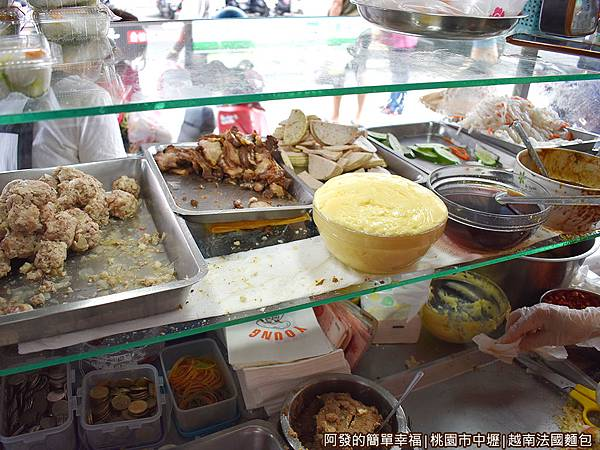 越南法國麵包04-食材區.JPG