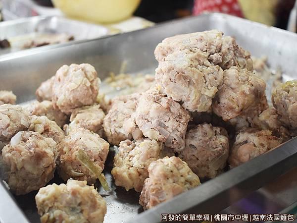 越南法國麵包05-肉丸子.JPG