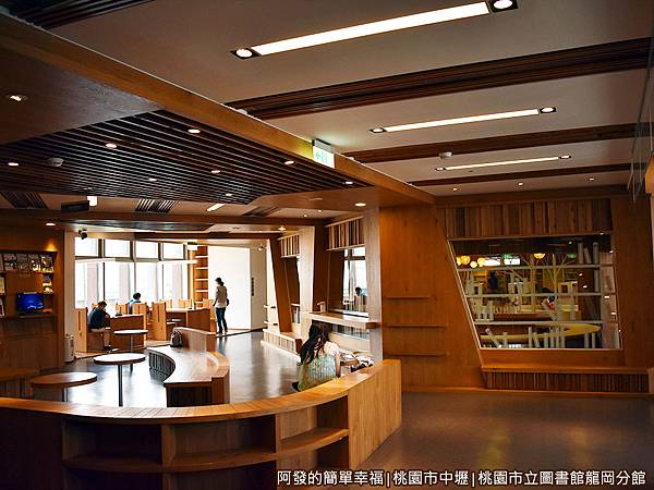 龍岡圖書館21-別有洞天.JPG