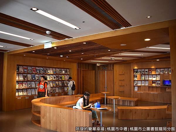 龍岡圖書館22-期刊閱覽區.JPG
