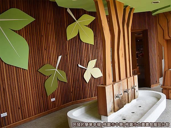 龍岡圖書館28-廁所洗手台.JPG