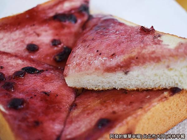 芳林早餐18-藍莓厚片-剖面.JPG