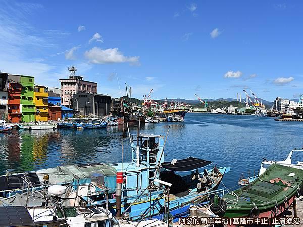 正濱漁港15-往出海口方向.JPG