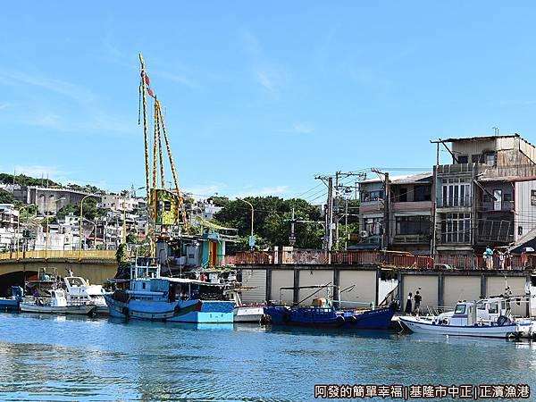 正濱漁港23-景觀台與和平橋.JPG