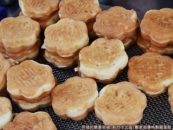 鄭家祖傳特製雞蛋糕05-放涼的雞蛋糕堆.JPG