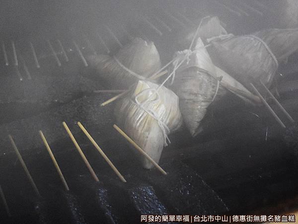 德惠街豬血糕03-蒸籠.JPG