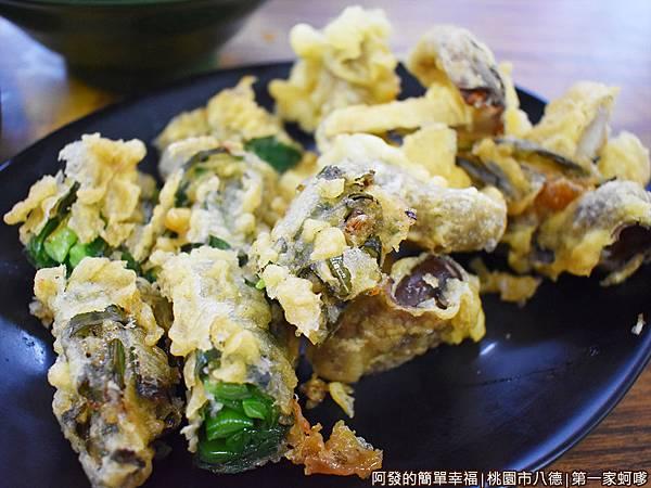 第一家蚵嗲16-炸韭菜捲與香菇.JPG