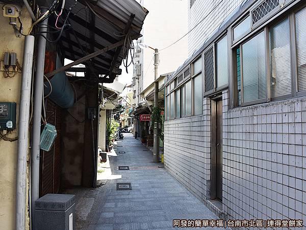 連得堂餅家02-巷內.JPG