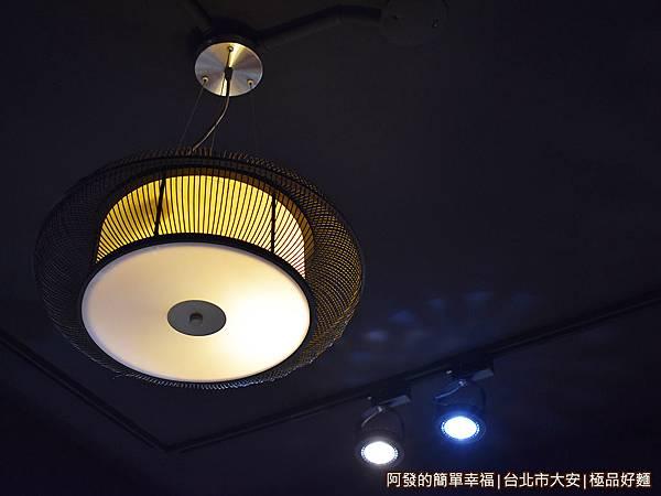 極品好麵10-具古意質感的燈飾.JPG