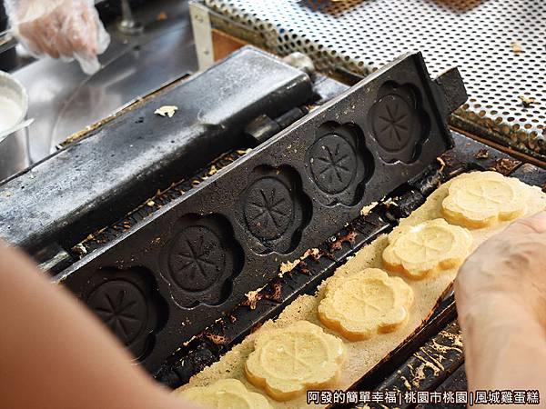 風城雞蛋糕05-準備出爐.JPG
