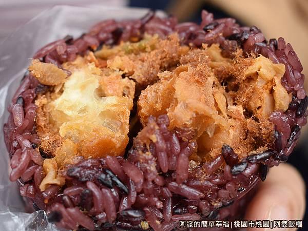 阿婆飯糰10-養身紫米飯糰剖面.JPG