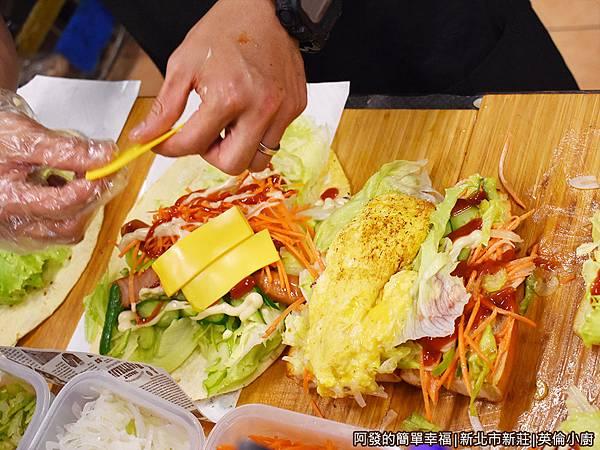 英倫小廚08-料理台滿滿的餡料.JPG