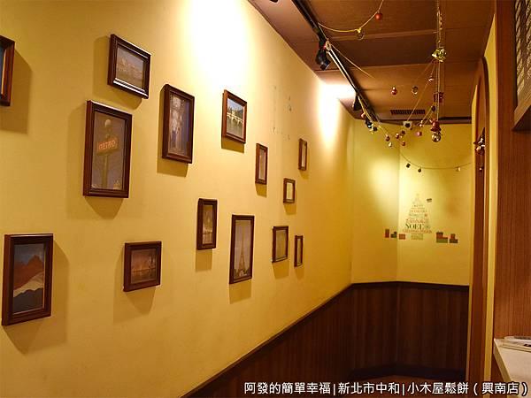 小木屋鬆餅興南店05-一樓廊道.JPG