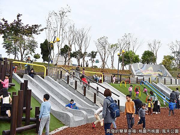鳳禾公園08-磨石子溜滑梯.JPG
