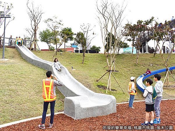 鳳禾公園09-長磨石子溜滑梯.JPG