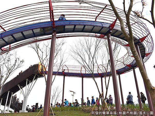 鳳禾公園11-滾輪溜滑梯.JPG