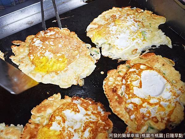 日隆早點08-煎餅與煎蛋香.JPG