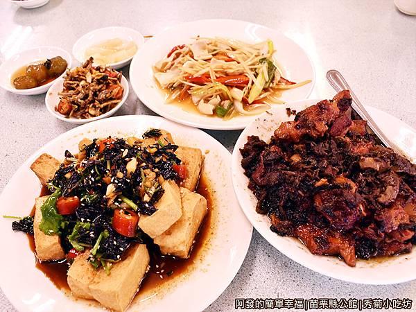 秀菊小吃坊11-餐點陸續上桌.JPG