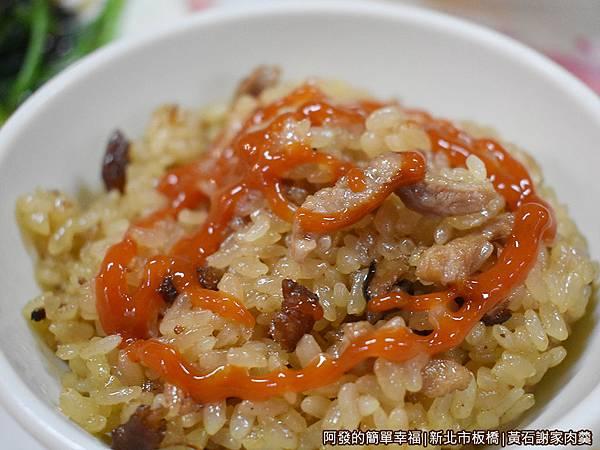 黃石謝家肉羹油飯10-淋醬後的油飯.JPG