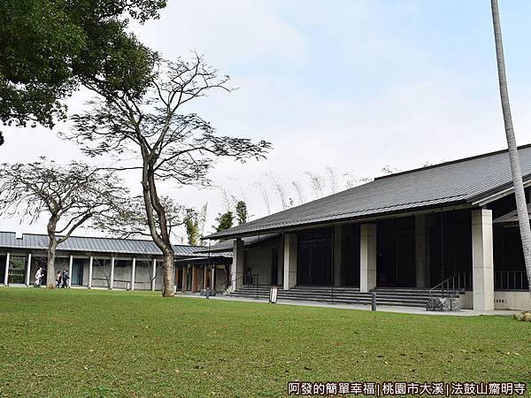 法鼓山齋明寺24-禪堂與大草坪