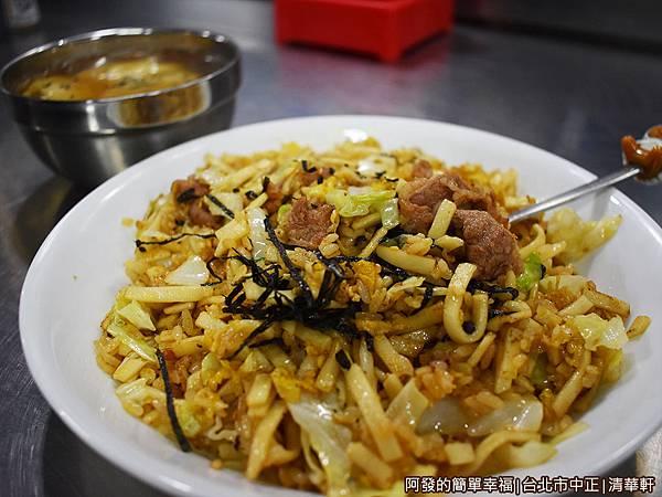 清華軒12-牛肉炒麵飯.JPG