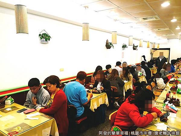唐老鴨牛排館04-過了午餐時段還是有不少客人.jpg