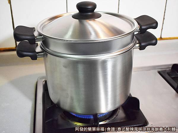 泰式酸辣風味涼拌海鮮義大利麵08-煮沸.JPG