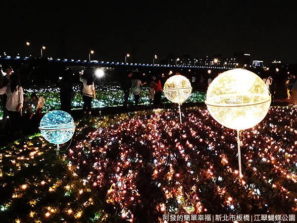 江翠蝴蝶公園16-有如星球般的光球.jpg