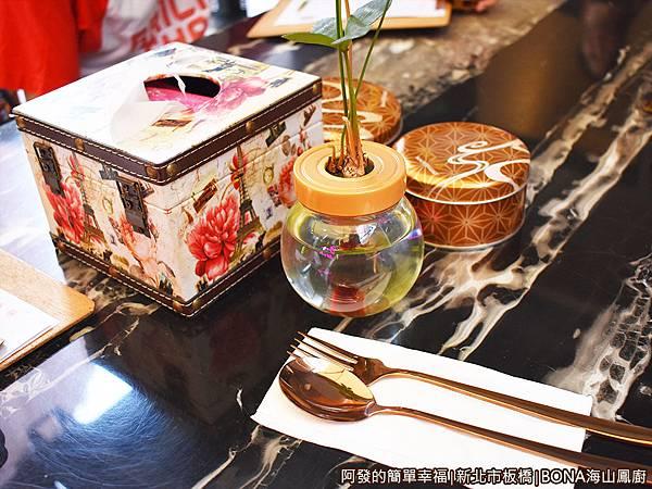 海山鳳廚06-桌上擺設.JPG