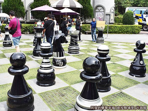 元首館11-黑色西洋棋側寫.JPG