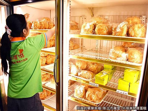 米琪淋乳凍蛋糕09-冰箱.JPG