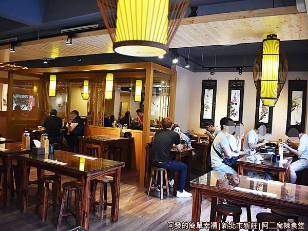 阿二麻辣食堂06-2樓用餐區一隅.JPG
