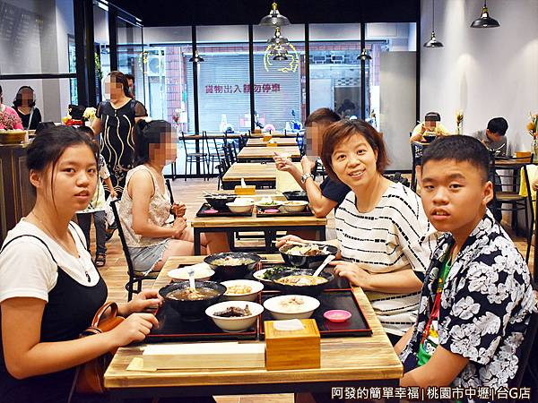 台G店08-美食上桌.JPG