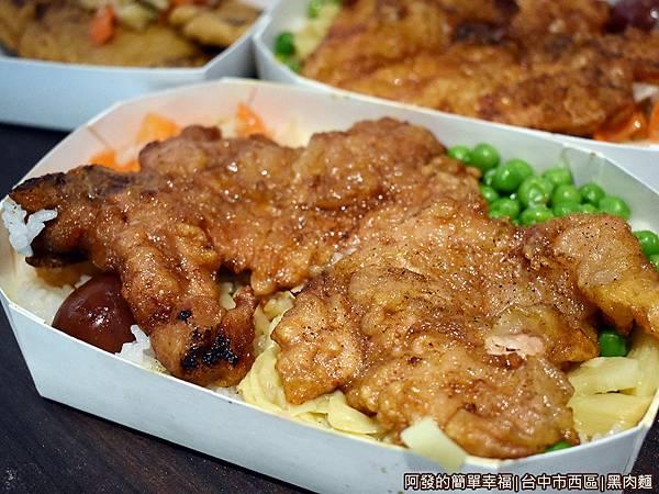 黑肉麵18-排骨飯.JPG