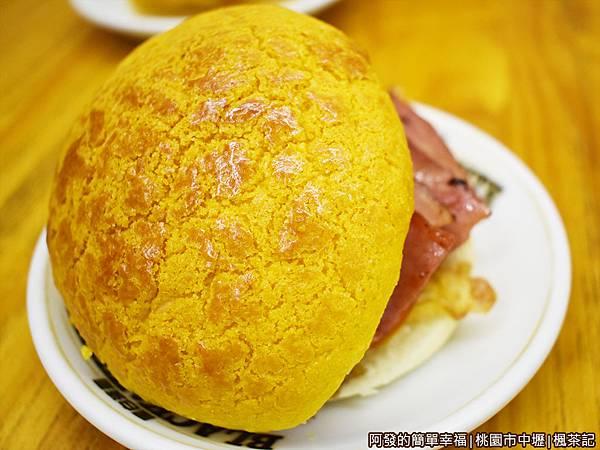 楓茶記10-菠蘿包外觀.JPG