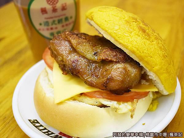 楓茶記14-雞排煎蛋菠蘿包.JPG