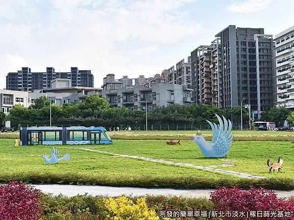 稼日蒔光基地07-花海中幾米繪製的小動物公共藝術.JPG