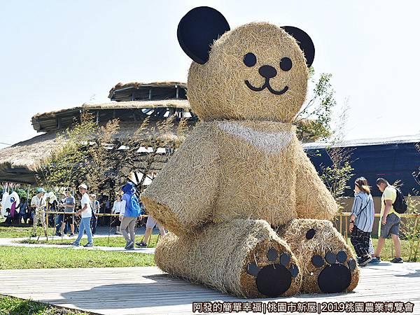 04-米の集會所02-巨型稻草熊.JPG