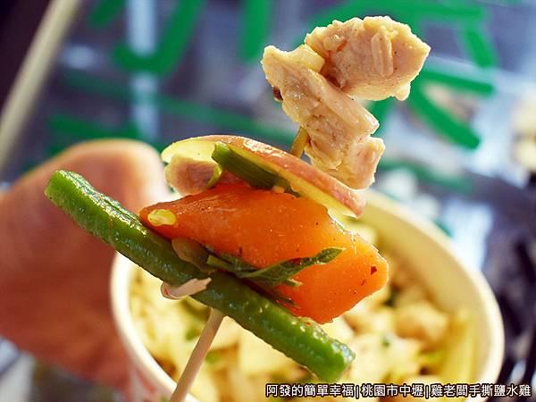 雞老闆手撕鹽水雞22-青菜與肉.JPG