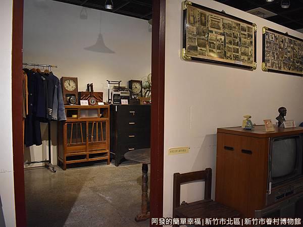 新竹市眷村博物館26-眷村生活寫實-房門口.JPG