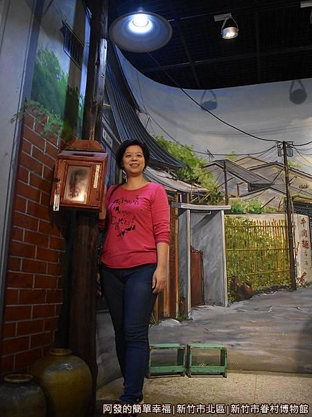 新竹市眷村博物館34-眷村虛擬巷道-路燈.JPG
