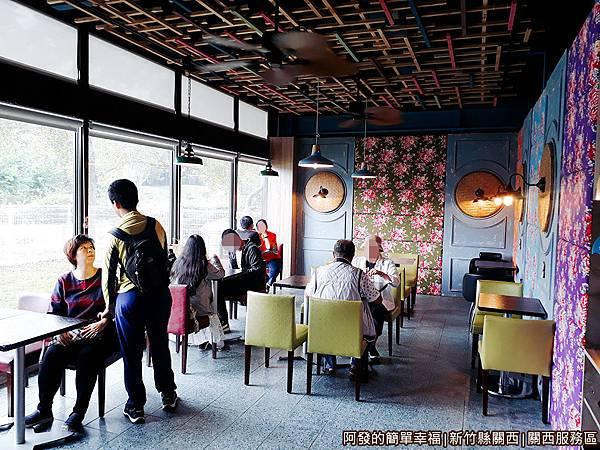 關西服務區28-西雅圖極品咖啡-用餐區.jpg