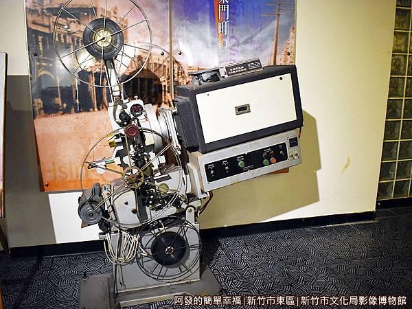 影像博物館12-古早的台製客滿牌35釐米放映機.JPG